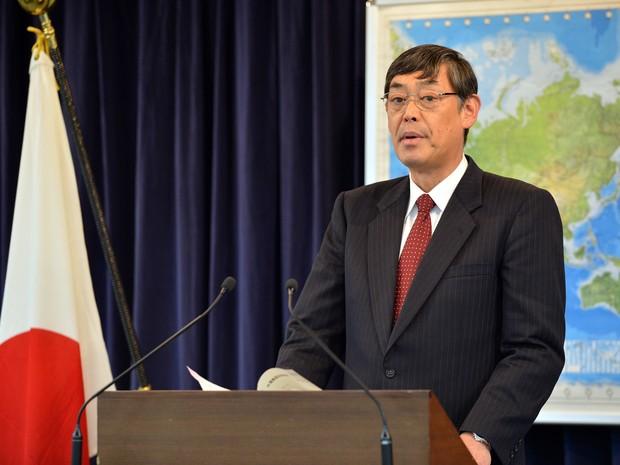 Reprodução: globo.com (AFP PHOTO / Yoshikazu Tsuno) - porta-voz do Ministério dos Negócios Estrangeiros Yutaka Yokoi anuncia fechamento de embaixada