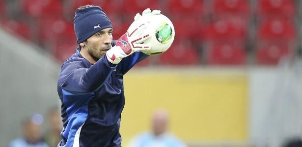 Reprodução: UOL (Antonio Calanni/AP Photo) - Buffon, goleiro da Itália
