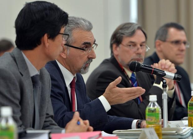 Reprodução: globo.com Juan Carlos Lentijo em reunião com o governo japonês nesta segunda-feira (25) ( Yoshikazu Tsuno/ AFP)
