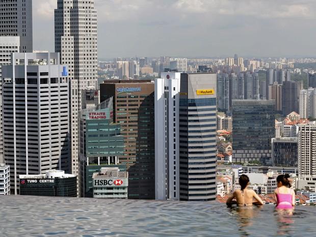 Reprodução: globo.com (Roslan Rahman/AFP) - Vista do Hotel Marina Bay Sands em Cingapura, muito visitado por turistas
