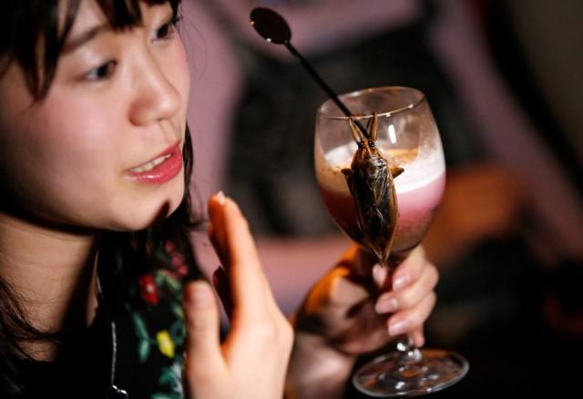 bar-de-toquio-oferece-insetos-2